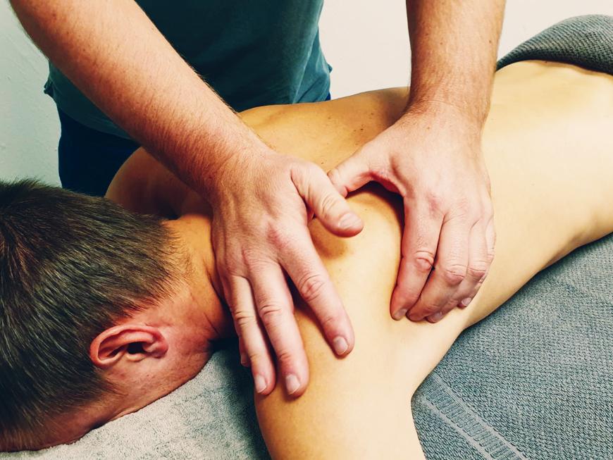 Healing Motion kommer till ditt företag och utför massage på jobbet